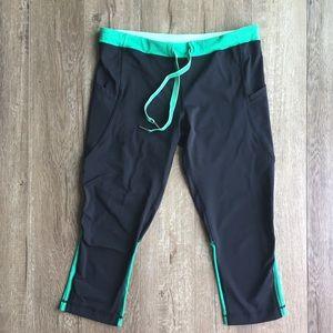 Lululemon Black&Green Crops w/ Drawstring& Pockets